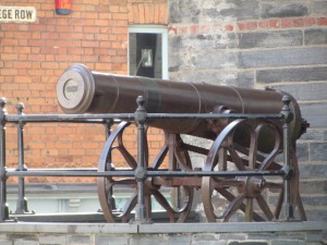 I'm still standing: Cannon in front of the Guildhall